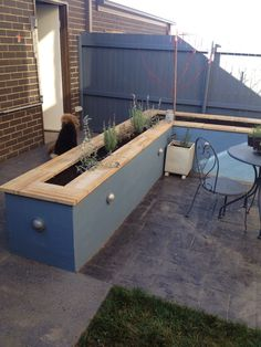 First planting raised garden bed small garden courtyard. First planting raised garden bed small garden courtyard. Patio Planters, Backyard Patio, Backyard Landscaping, Raised Patio, Raised Garden Beds, Raised Beds, Outdoor Kitchen Design, Patio Design, Small Courtyards