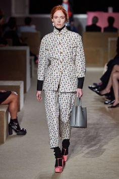 Prada Resort 2020 Fashion Show - Vogue Fashion Week, Fashion 2020, Runway Fashion, High Fashion, Womens Fashion, Fashion Trends, Vogue Mexico, Prada Spring, Vetement Fashion