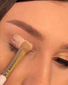 Eyebrow Makeup, Skin Makeup, Eyeshadow Makeup, Dope Makeup, Fancy Makeup, Makeup Looks Tutorial, Make Tutorial, Beginners Eye Makeup, Makeup Spray
