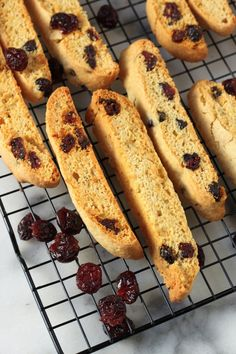 Orange Cranberry Biscotti - This is your coffee's new best friend! Orange Biscotti Recipes, Gingerbread Biscotti Recipe, Cookie Games, Italian Pastries, Italian Cookies, Yummy Cookies, Biscotti Cookies, Coffee Cake, Coffee Bread