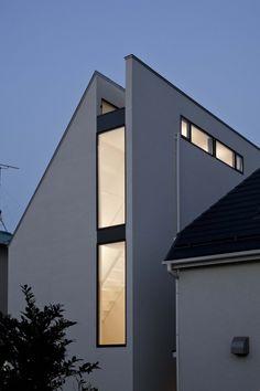 Narrow urban site. ST-House / PANDA