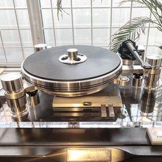 Oracle Delphi #turntable #vinyl #hifi #hifiporn #highend #sme #audiophile #oracle #oracledelphi Audiophile Turntable, Hifi Stereo, Horn Speakers, Audio Speakers, Audio Music, Art Music, Acid Jazz, Hi End, King David