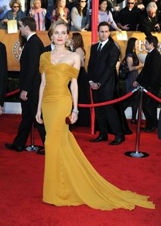 The SAG Awards fall somewhere in between the Oscars and the People's Choice Awards in terms of fashion; some stars pull out all the stops for a full-on glamorous look, while others struggle to find the happy medium between ball gown and beach sarong.…
