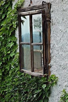 """""""Zeichen der Zeit"""", Fenster bei einem alten Hof im Mühlviertel (Bild: Simone Ehrmann)"""