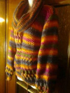 un misto di punti per questo caldo maglione multicolori