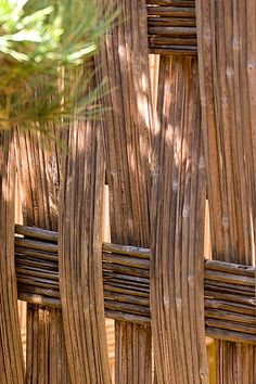 This bamboo fence will add the finishing touch to your outdoor living. Mais