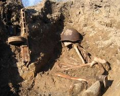 Still at his duty post. Soviet soldier was found 70 years later...
