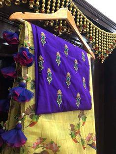 Saree Tassels Designs, Saree Kuchu Designs, Silk Saree Blouse Designs, Fancy Blouse Designs, Blouse Patterns, Net Saree Blouse, Saree Dress, Simple Sarees, Elegant Saree