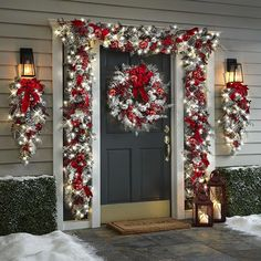 christmas lights The Cordless Prelit Red And White Holiday Trim - Hammacher Schlemmer Outside Christmas Decorations, Christmas Porch Ideas, Christmas Decorating Ideas, Christmas Lights Outside, Outdoor Decorations, Outdoor Christmas Garland, Christmas Stairs, Porch Decorating, Christmas Centerpieces