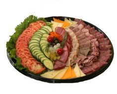 Deli Meats display for party Meat Cheese Platters, Meat Trays, Meat Platter, Food Platters, Yummy Appetizers, Appetizers For Party, Catering Platters, Sandwich Buffet, Deli Tray