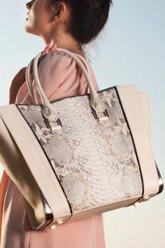 #bolso de #JoaquimFerrer, colección #primavera-verano, ya en #OhMyChic!, #modaespañola, #comtemporánea, #femenina, #elegante, #style, #fashion, #bedifferent, #beunique,