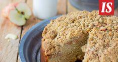 Omenakakku on elokuun kahvipöydän ihanin tarjoiltava. Yummy Cakes, Banana Bread, Recipies, Chocolate, Baking, Desserts, Food, Recipes, Tailgate Desserts
