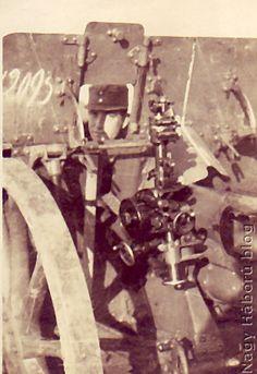 Borbély Kálmán tüzér főhadnagy a löveg irányzónyílásában