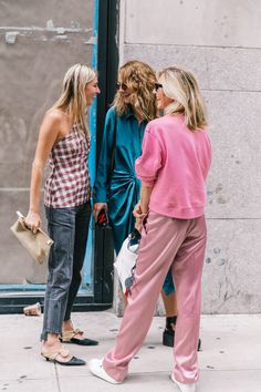 Why We All Need to Ask Better Questions (Camille Styles) Best Street Style, Street Chic, Street Style Women, Street Fashion, Street Style Inspiration, Mode Inspiration, Fashion 2018, Love Fashion, Womens Fashion
