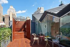 US studio WORKac has renovated a structure in New York and added a spacious penthouse topped with a folded metal roof. Pergola Swing, Pergola Plans, Pergola Kits, Outdoor Tub, Outdoor Decor, Manhattan Buildings, Dormer House, New York Apartments, Rooftop Terrace