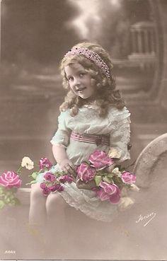 Маленькие принцессы на старинных открытках. Часть одиннадцатая. Обсуждение на LiveInternet - Российский Сервис Онлайн-Дневников