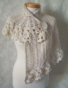 White asymmetrical capelet Crochet pattern PDF por Berniolie