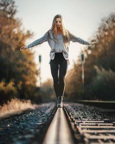 Creative Portrait Photography, Portrait Photography Poses, Photography Poses Women, Autumn Photography, Senior Photography, Railroad Photography, Hipster Photography, Minimalist Photography, Inspiring Photography