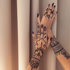 «#Henna hands #veronicalilu»