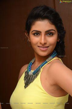 http://www.ragalahari.com/actress/78726/kruthika-jayakumar-pics/image40.aspx
