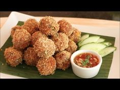 Spicy Thai shrimp cakes flavoured with red curry paste. Recipe from Pailin Chongchitnant of Hot Thai Kitchen Thai Recipes, Seafood Recipes, Asian Recipes, Dog Food Recipes, Seafood Dishes, Thai Shrimp, Spicy Shrimp, Fish And Seafood, Thai Appetizer