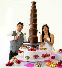 Qué escoger y cómo presentar las mesas de dulces para bodas. Entérate de las últimas tendencias en mesas de dulces y postres para bodas con macarrones, mini