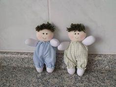Bonequinho de malha, com roupa em tecido de algodão. R$ 10,00