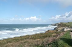 Newquay to Watergate Bay, Cornwall UK | This stunning walk features as one of our top winter walks in Cornwall. Pull on your walking boots and a coat and head out on to the blustery beaches of Cornwall. The best way to spend an afternoon while on holiday #Travel #Cornwall #UKholidays #ClassicCottages
