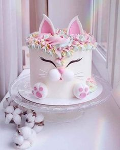 10 BEST EASTER CAKE TUTORIALS Easter is just around the corner. Are you wondering what cake to bake this year? I have a few suggestions for Easter cake tutorials that will blow your mind. From simple and easy to a few worth all the extra effort. Cute Cakes, Pretty Cakes, Beautiful Cakes, Amazing Cakes, Baby Shower Kuchen, Baby Shower Cakes, Kitten Cake, Animal Cakes, Girl Cakes