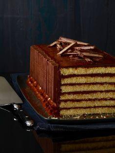 Chocolate Kit Kat Cake, Whipped Chocolate Ganache, Chocolate Frosting, Kit Kat Recipes, Chcolate Cake, How To Make Cake, Food To Make, Kit Kat Bars, Cake Kit