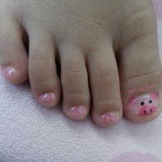Piggies. Pig nails. Polka dots too.