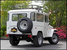 What ours should look like one day!! 1973 Toyota Land Cruiser FJ-40