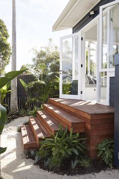 48 Ideas For Floating Stairs Coastal Exterior Design, Interior And Exterior, Floating Stairs, Hygge Home, Outdoor Living, Outdoor Decor, House Goals, Beach Cottages, Home Fashion