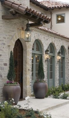 Tuscan design – Mediterranean Home Decor Exterior Colors, Exterior Paint, Exterior Design, Door Design, Exterior Homes, Exterior Shutters, Siding Colors, Modern Exterior, Spanish Style Homes