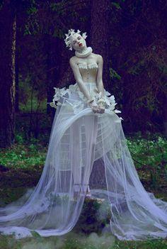 Haute Couture with the magic the photography and fairytale. Alta Costura conmbinada con la magia de la fotografia y los cuentos de hadas.