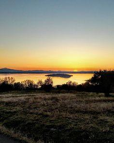 #trasimeno #perugia #trasimenolake #lake #panorama #beautifuldestinations #cartolinedalmondo  #landscape_captures #sunsets  #tramonto #nature #sky #hills #travel #travelgram #traveller #igersperugia #igersumbria #igersitalia #igumbria #igitalia #volgoperugia #volgoumbria #volgoitalia #iloveumbria #ig_umbria #ig_worldclub #vivoumbria #bestumbriapics #travel #tourism #travelgram #meetingprofs #eventprofs #meeting #planner #events #eventplanner #popular #trending #micefx [Visit www.micefx.com…