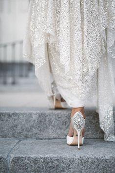 着たことある?キラキラ輝く『シルバーカラー』のお色直しウェディングドレスの魅力まとめ*にて紹介している画像                                                                                                                                                                                 もっと見る
