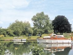 Boat mooring with local boat hire | Dinckley Court and Lodge - Dinckley Court, Burcot-on-Thames, nr. Abingdon and Oxford