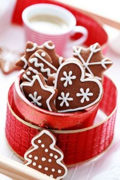 Christmas Images, Red Christmas, Christmas Time, Mini Desserts, Delicious Desserts, Good Morning Flowers, Good Morning Good Night, Christmas Coffee, Good Cheer
