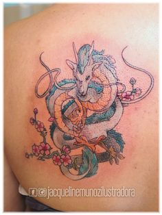"""El 5 de enero, el maestro Hayao Miyasaki cumplió 75 años. ¡Larga vida al genio! Por acá un homenaje a su trabajo, de la película """"El viaje de Chihiro"""": Haku en forma de dragón, en la piel de la linda Mariana. ¡Muchas gracias por confiarme tu tatuaje! :)"""
