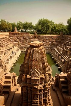 The stepped water tank of the Sun Temple, Modhera, Gujarat, India. The temple is dedicated to the Hindu Sun-God, Surya. It was built in 1026 AD. Places Around The World, Oh The Places You'll Go, Places To Travel, Places To Visit, Around The Worlds, Nature Architecture, Amazing Architecture, Indian Architecture, Ancient Architecture