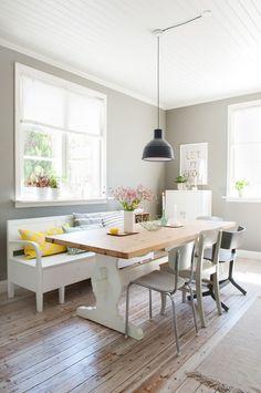 Her er Karianne og Jon Ivars vinnerhjem House Wall, House Rooms, Dining Room Inspiration, Interior Inspiration, Kitchen Nook, Kitchen Dining, Dining Area, Dining Table, Casual Dining Rooms