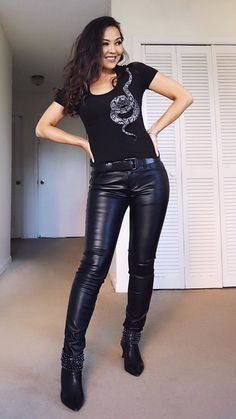 Tight Leather Pants, Leather Trousers, Leather Boots, Shiny Leggings, Leggings Are Not Pants, Leder Outfits, Chambray Dress, Rock T Shirts, Denim Shirt
