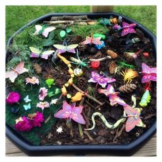 Learning and Exploring Through Play: Small World Tuff Trays For Kids Tuff Spot, Outdoor Learning, Outdoor Play, Kids Learning, Outdoor Games, Minibeasts Eyfs, Tuff Tray Ideas Toddlers, Spring Activities, Work Activities