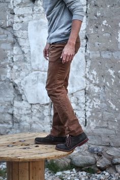 Brown jeans, grey sweater, suede boots. #Mens #fashion #fall #HillAndSyd
