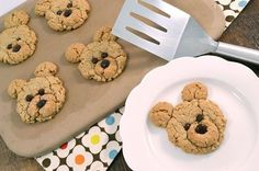 Make these adorable oatmeal bear cookies for a treat kids and adults alike will … Cookies For Kids, Fun Cookies, How To Make Cookies, Oatmeal Cookies, Sugar Cookies, Baby Food Recipes, Cookie Recipes, Dessert Recipes, Healthy Recipes