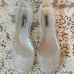 Steve Madden Clear Jelly Flats Steve Madden Clear Jelly Flats. Marked as a 10 but fit more like a 9.5! In great condition, barely worn. Please see pictures. Thank you for looking at listing. Feel free to ask questions :)!   * I offer bundle deals* 10% off 2 items, 20% off 3 items & 30% off 4 items or more :)!  Sorry no trades at this time also please note that I am unable to model any clothes at this time due to my pregnancy Steve Madden Shoes Sandals