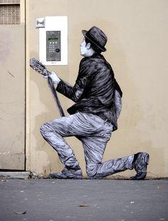 Aubade ou sérénade moderne à sa belle...  / Street art. / Paris 19e, France.