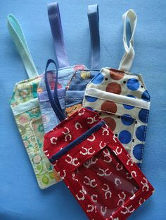 DIY fabric luggage tag... be sure to continue reading further posts to get the whole set of instructions... #LuggageTag #sewing