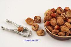 Walnuts & hazelnuts! All The Small Things, Mini Things, Tiny Food, Fake Food, Doll Stuff, Doll Furniture, Miniature Food, Dollhouses, Dollhouse Miniatures